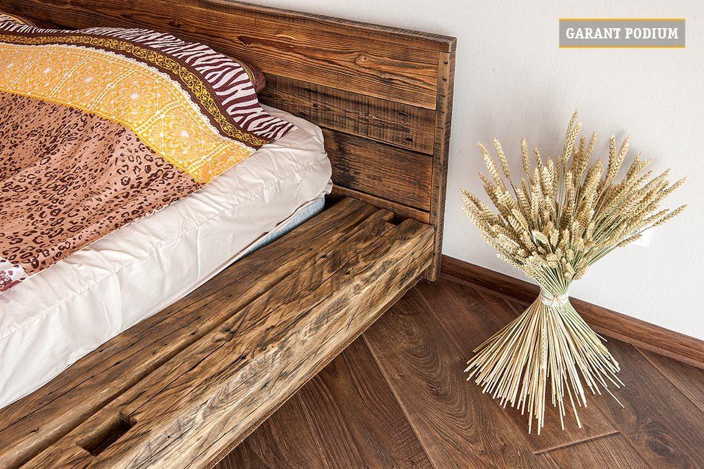 Кровать из бревен