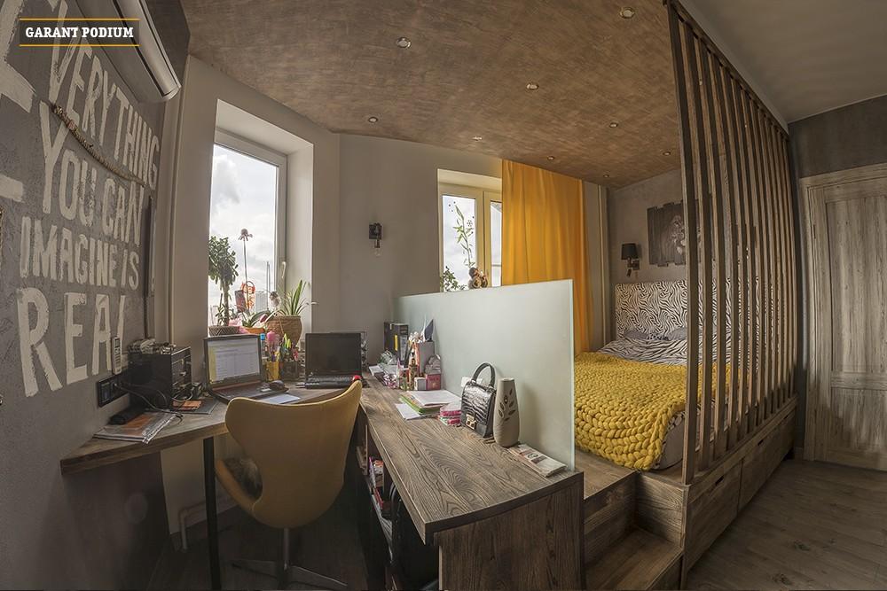 Подиум с большим рабочим столом и огромным спальным местом для красивого интерьера.