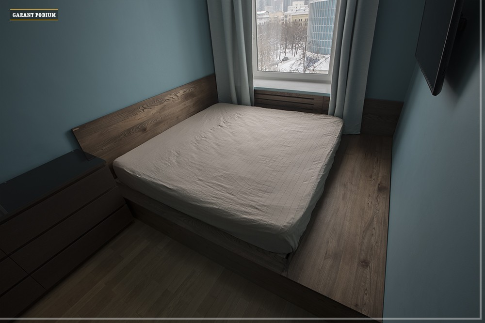 Подиум-кровать с изголовьем